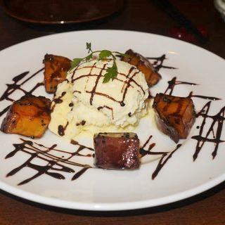 熱々大学芋と冷たいバニラアイス(とり神楽 淀屋橋店 )