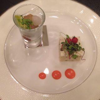野菜とサーモントラウトのミルフィーユ レムラードソース(八芳園 )