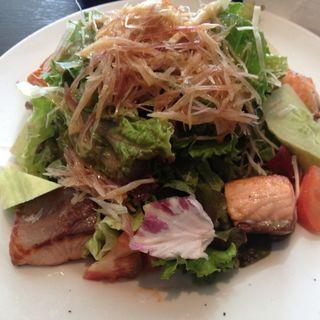 魚のソテーとグリーン野菜のサラダ(ザ シティ ベーカリー ブラッスリー ルービン (THE CITY BAKERY BRASSERIE RUBIN))