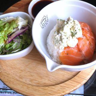 アボカド・サーモン・トーフ丼(TAKERU Cafe)