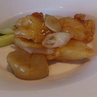 帆立貝と彩り野菜炒め(中国料理 カリュウ (かりゅう Karyu))