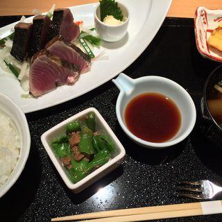 カツオの藁焼きたたき 野菜たっぷりポン酢添え(おきゃく )