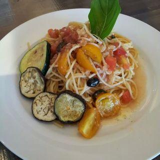 トマトとバジルのパスタ( ララカフェ)