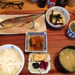 さんま定食(キッチン中田中)