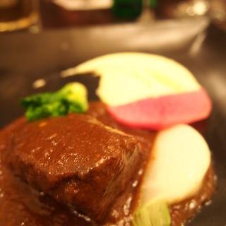 ベルギー伝統料理 牛ホホ肉のビール煮込み カルボナードフラマンド(ベルジアン ブラッスリーコート ブルージュ (Belgian Brasserie Court Brugge))