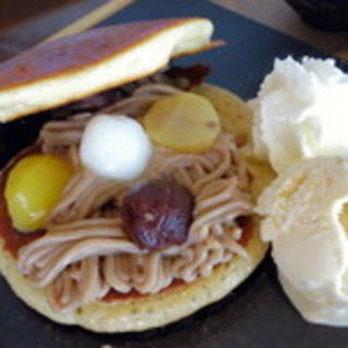 モンブランどら焼きパンケーキ(シュハリ六甘)