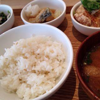 定食(和カフェ yusoshi chano-ma なんば (ユソーシ チャノマ))