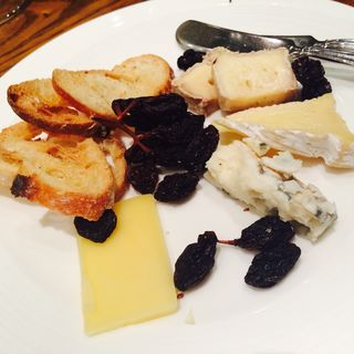 食べごろチーズ盛り合わせ 2人分(ワイン食堂 ル・プティ・マルシェ (Le Petit Marche))