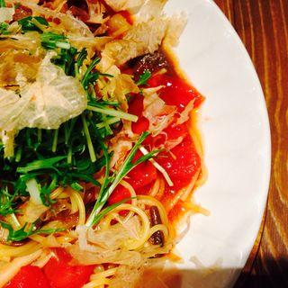 豚肉と花かつおのトマト風味和パスタ