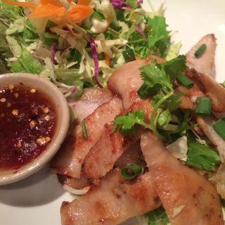 豚トロの炒め物(恵比寿 ガパオ食堂)