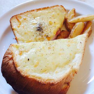 トリュフハムとグリュイエールチーズのクロックムッシュ(アニヴェルセル カフェ (ANNIVERSAIRE CAFE))