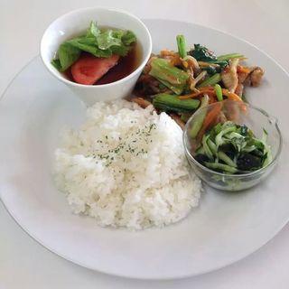 豚肉と小松菜炒めランチ(きりんカフェ)