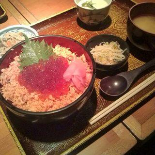 いくらと鮭の親子丼(仁松庵)