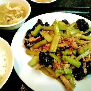 セロリと豚肉の炒め物(登龍)