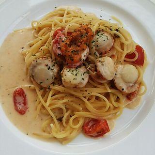 帆立て貝のウニクリームパスタ(カフェレストラン・ハッチ)