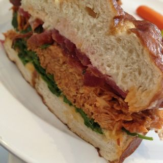 Pulled chicken sandwich(Simplethings Sandwich and Pie Shop)
