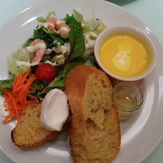 海老とアボガドサラダとフレンチトースト(サンデーブランチ 銀座店 (Sunday Brunch))