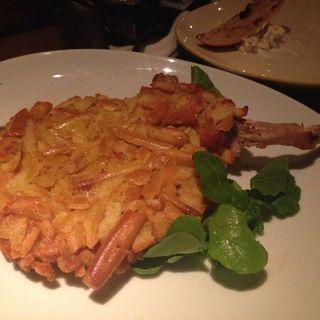 リンゴ酢と骨付き豚のカツレツ(ノック クッチーナ・ボナ・イタリアーナ (KNOCK CUCINA BUONA ITALIANA))