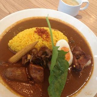 丹波肉鶏カレー&サフランバターライス(オニジャス コーヒー ヴィレッジ (ONIJUS COFFEE VILLAGE))