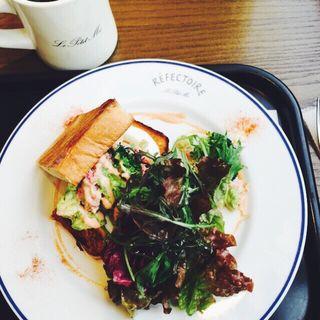 アボカドとカニの冷製サンドイッチ