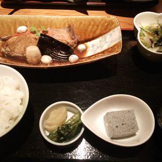 金目鯛の煮付け膳(猿蔵)