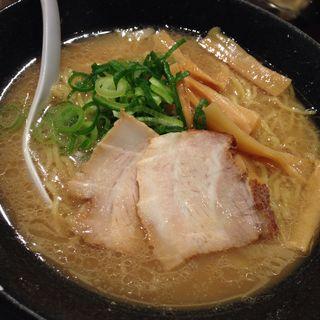 とんこつ醤油ラーメン(らーめん酒家 驛麺(えきめん))