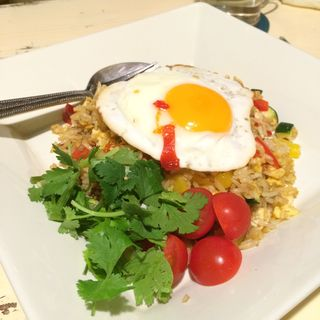Spicy Fried Rice with Fried Egg(GROOVY KITCHEN (グルーヴィー キッチン))