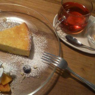 パンプキンケーキと紅茶のセット(light side cafe (ライトサイドカフェ))