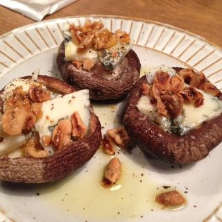 ブルーチーズを詰めた原木焼き椎茸(フジマル (FUJIMARU))