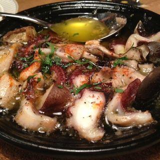 地蛸と茸のアヒージョ(フジマル (FUJIMARU))
