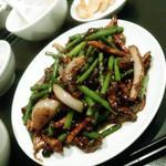 牛とにんにくの芽炒め定食(中国小皿酒家 楽山 (チュウゴクコザラシュカラクザン))