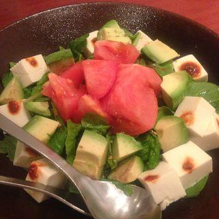 アボカドと豆腐の韓国野菜サラダ(ぴょんぴょん舎 GINZA UNA(ピョンピョンシャ))