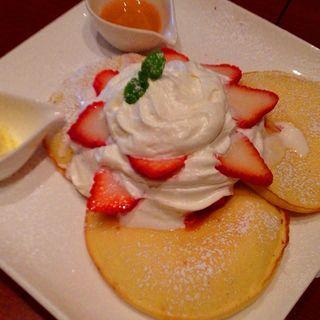 パンケーキ・いちご(カフェ バニヤン (Cafe Banyan))