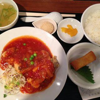 日替わりランチ 白身魚のチリトマトソース(ヨッテリアコゴミ)