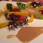 鎌倉野菜のサラダコンポゼ トリュフビネグレットとすりおろしミモレット(キャス・クルート )