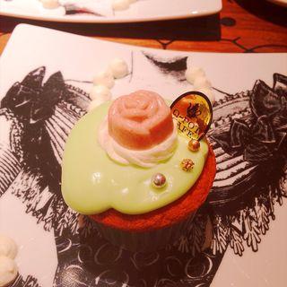 ネックレスプレート ローズカップケーキ(キューポット カフェ 本店 (Q-pot CAFE))