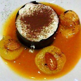 杏ソースのアイスクリーム(Brasserie D & Sweetroom)