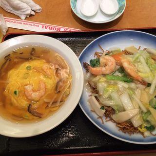海鮮焼きそばと天津飯のセット(551蓬莱 梅田大丸店 (ゴウゴウイチホウライ))