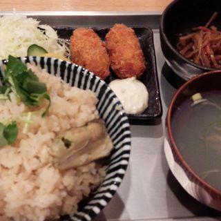 かき牡蠣セット(飛梅 神田西口店 (トビウメ))