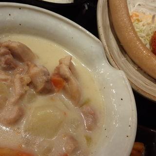 鶏クリームシチュー・牛肉コロッケ・ロングソーセージランチ(龍馬軍鶏農場 神田南口店 )