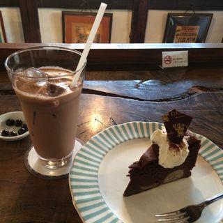 ケーキセット(バナナファッジケーキ+チョコレートドリンク)(エクチュアからほり「蔵」本店 )