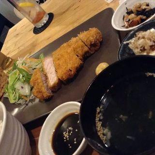 とんかつ(昼ごはん夜カフェ)