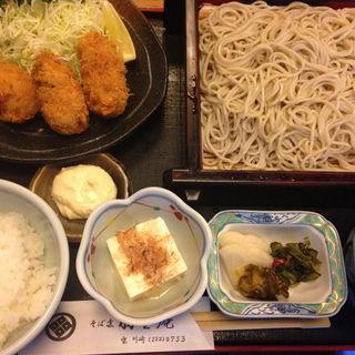 牡蠣フライとたぬきそば定食(羽生庵)