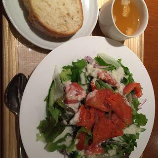 8種野菜と秋紅鮭のマリネサラダ(カフェ パーク)
