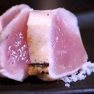 鳥胸肉のたたき(ダイニングわいん)