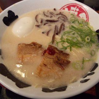 博多(白)とんこつ 味玉ラーメン(細麺) (三代目てらっちょ )