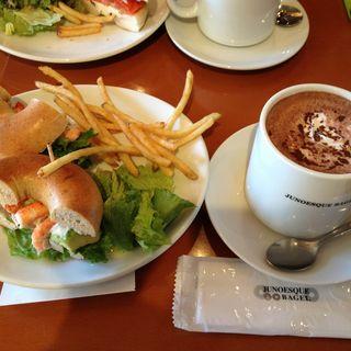 アボカド&シュリンプ サンドイッチプレート(ジュノエスク・ベーグル・カフェ 自由が丘店 (JUNOESQUE BAGEL CAFE))