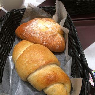 クリームパンと塩ロールパン(Bunkamuraカフェ・ドゥマゴパリ)