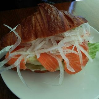 スモークサーモンのクロワッサンサンド(好文cafe (コウブンカフェ))