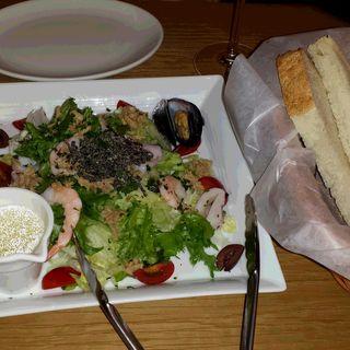 vino kitchen サラダ(KINOKUNIYA vino kitchen )